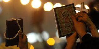 1460138_3_380b_des-musulmans-et-des-chretiens-s-unissent-dans